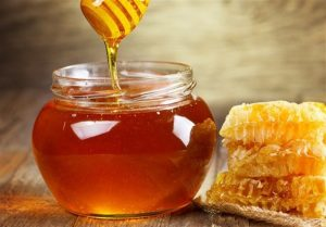 fggvobyjg95u09nuy45oyjo45nyj45otuh458th59otvj5 300x209 ویژگی های عسل خوب